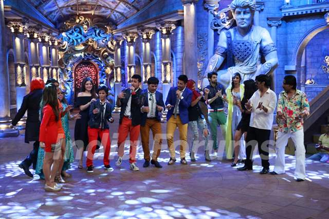Meet Bros Have a Blast on the sets of 'Comedy Nights Bachao'