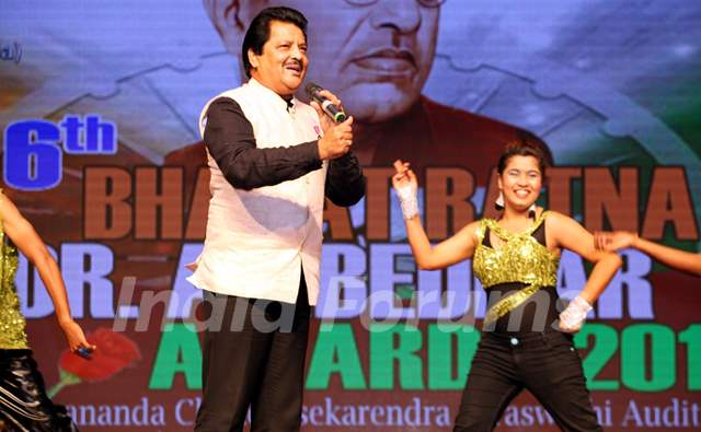 Udit Narayan Performs at the '6th Bharat Ratna Dr. Ambedkar Awards'