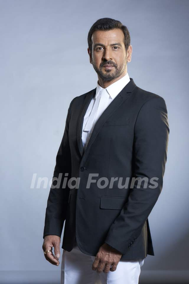 Ronit Roy in Adaalat