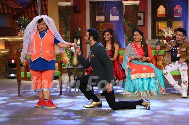 Bollywood Dance Masters on 'Comedy Nights Live'