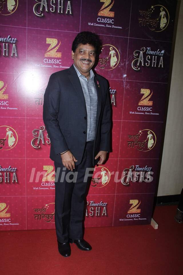 Udit Narayan at Birthday Bash of Asha Bhosle