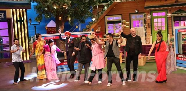 Shankar Ehsaan Loy dances with cast of Kapil Sharma's show on the sets of The Kapil Sharma Show