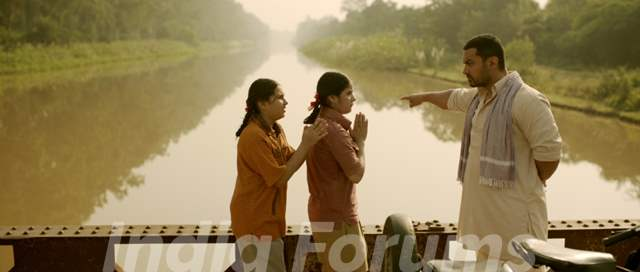 Still of Aamir Khan, Zaira Wasim and Suhani Bhatnagar from Dangal