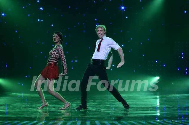 Aashka Goradia performs with her boyfriend Brent Goble on 'Nach Baliye'