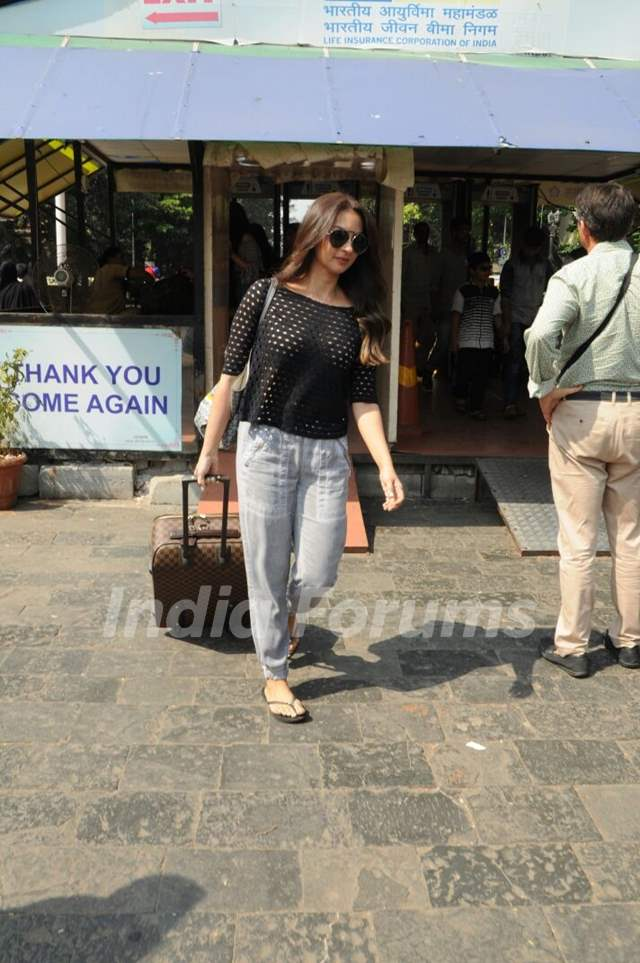 Seema Khan leaves for SRK's birthday