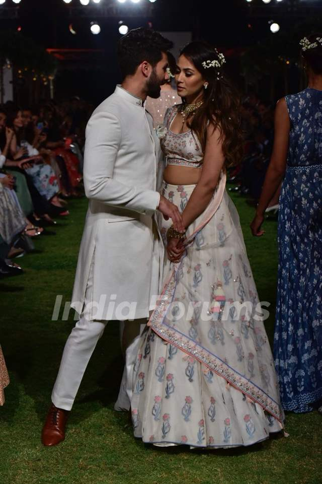 Shahid - Mira's candid frame 1