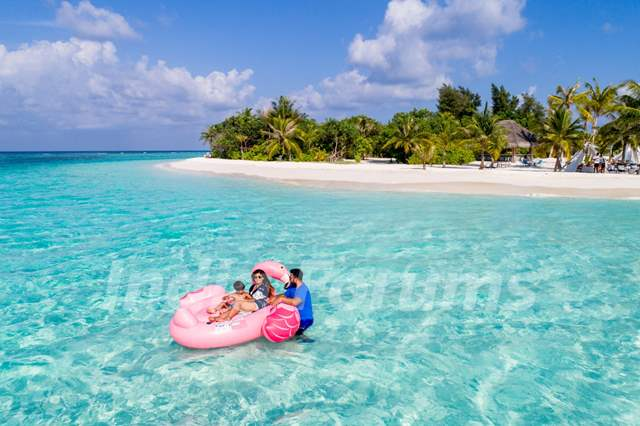 Shilpa Shetty Kundra with Family at Kanuhura, Maldives