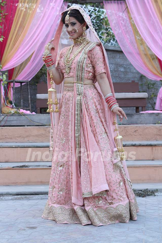 Bride look of Arohi (Aalisha Panwar) Stills from Ishq Mein Marjawan