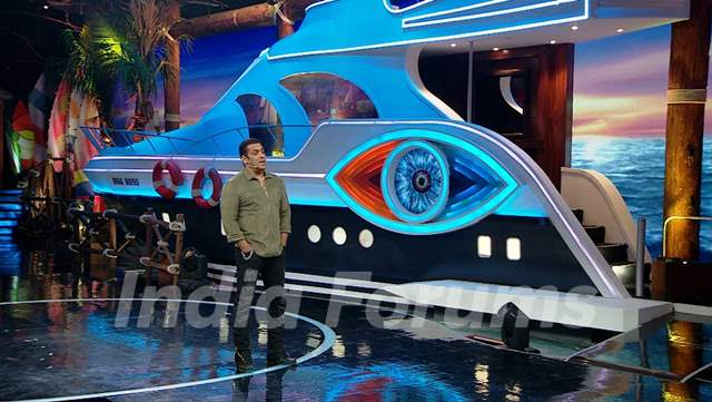 BB12 Day 6: Salman Khan in weekend ka Vaar