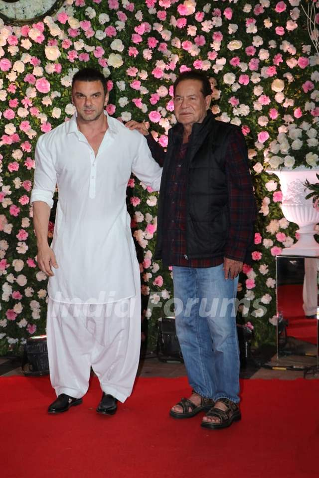 Salim Khan and Sohail Khan at Kapil Sharma and Ginni Chatrath's Live Reception, Mumbai