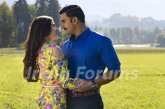 Ranveer Singh aka Simmba and Sara Ali Khan aka Shagun Sathe still from Movie Simmba