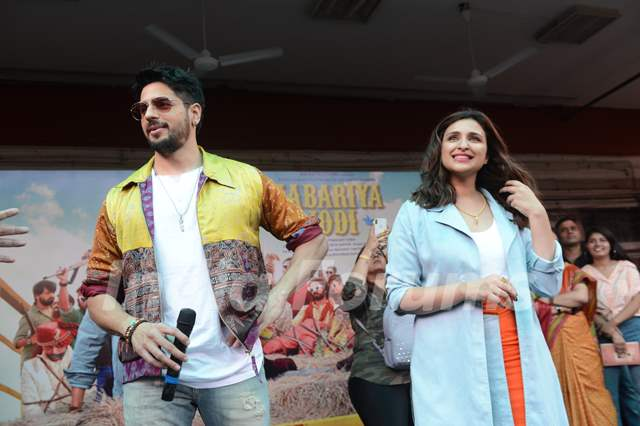 Sidharth Malhotra and Parineeti Chopra at the promotions of Jabariya Jodi