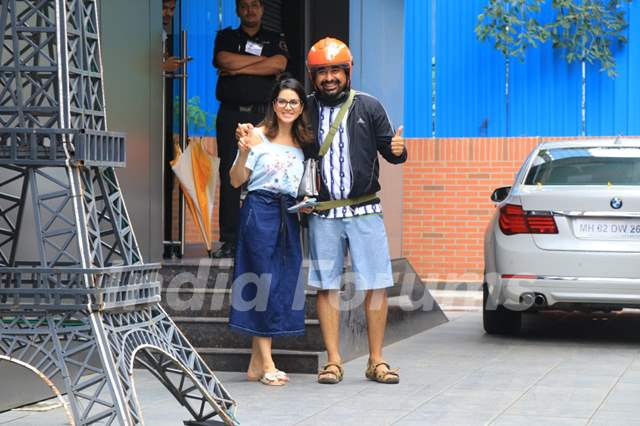 Sunny Leone and Rannvijay Singha snapped around the town
