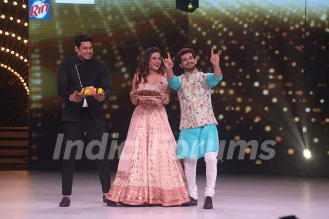 Siddharth Shukla, Arjun Bijani and Jasmine Bhasin on the set of Dance Deewane