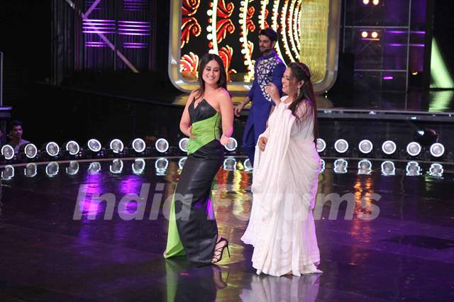 Kareena Kapoor Khan and Geeta Kapoor on the sets of Dance India Dance