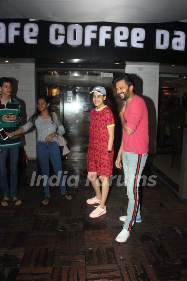 Riteish Deshmukh and Genelia D'Souza snapped around the town!