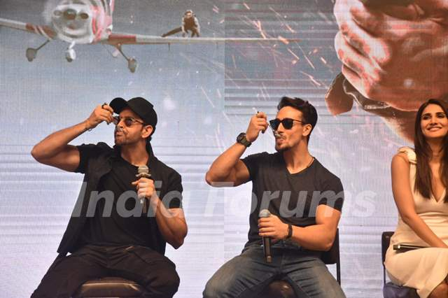 Hrithik Roshan, Vaani Kapoor and Tiger Shroff at the WAR success bash!