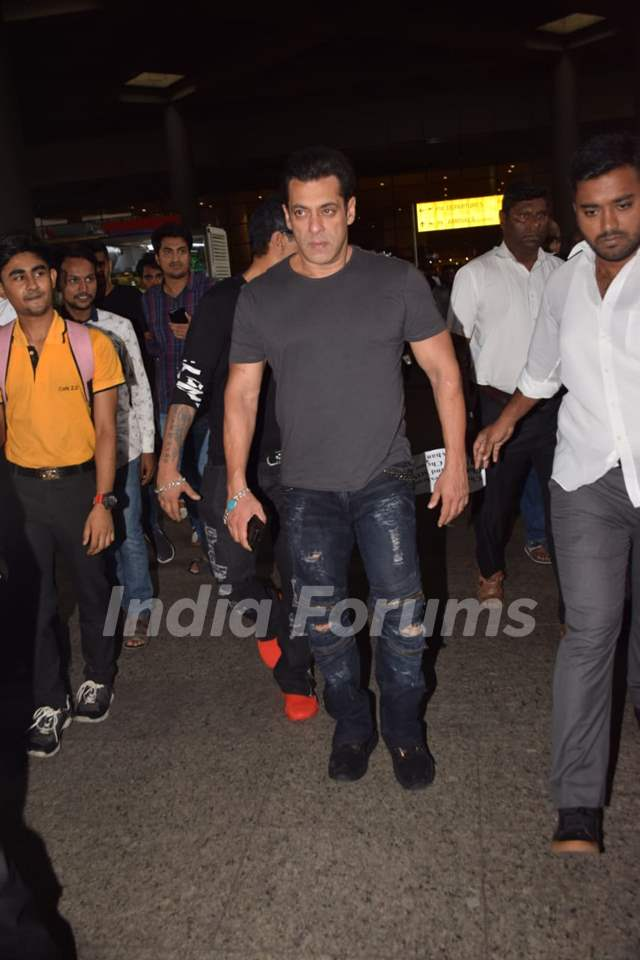 Salman Khan snapped at Airport!