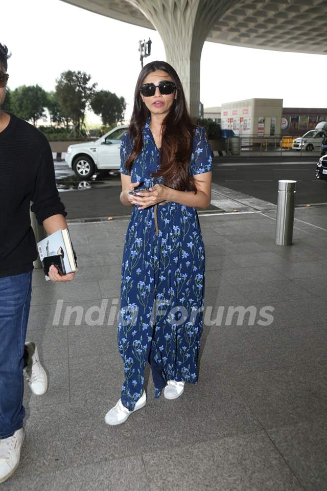 Daisy Shah spotted at the airport