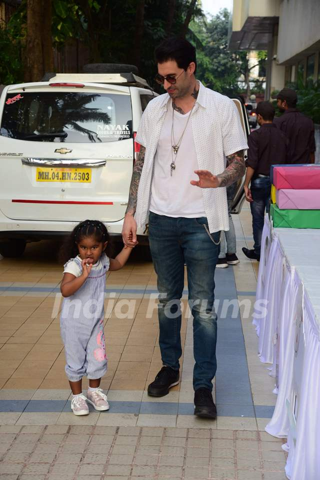 Daniel Webber accompanies daughter Nisha at Sachiin Joshi and Urvashi Sharma's son Sivansh's birthday