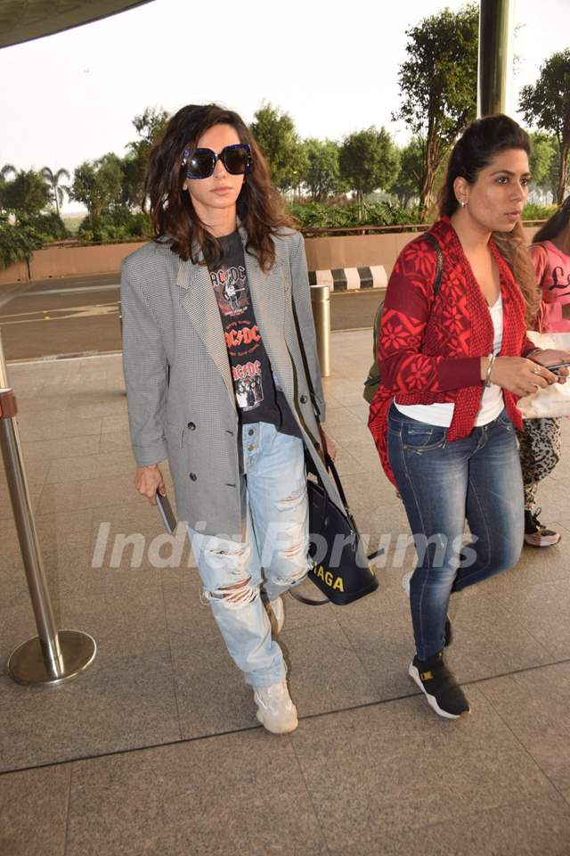 Shibani Dandekar papped at the airport