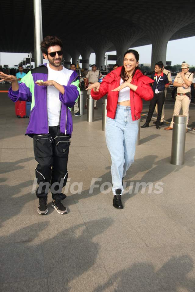 Deepika Padukone and Kartik Aaryan papped while dancing on the airport