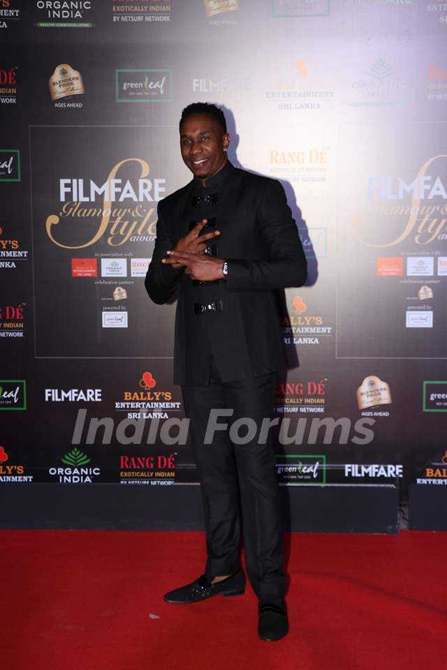 Dwayne Bravo papped at the Red Carpet of Filmfare Glamour and Style Awards 2019