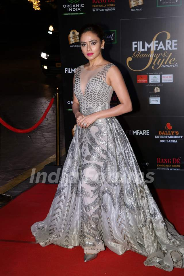 Amruta Khanvilkar papped at the Red Carpet of Filmfare Glamour and Style Awards 2019