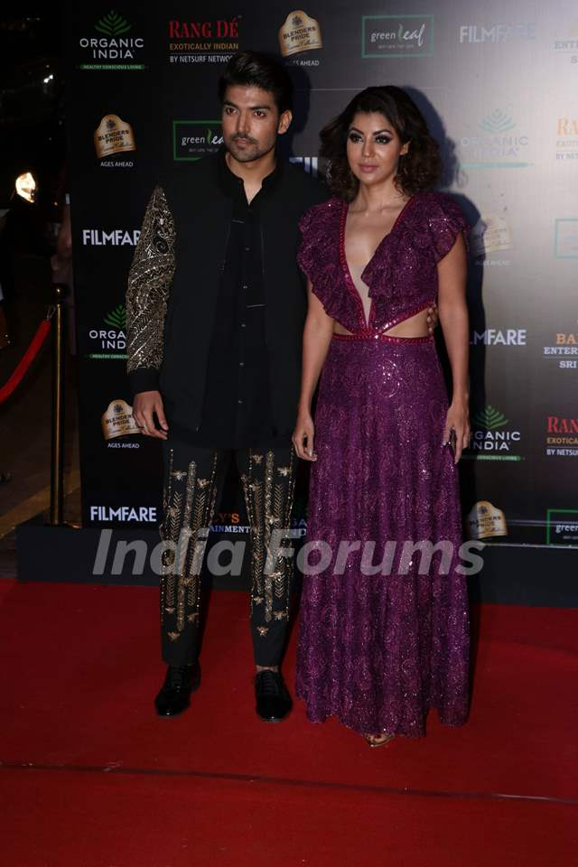 Gurmeet Choudhary and Debina Bonnerjee papped at the Red Carpet of Filmfare Glamour and Style Awards 2019