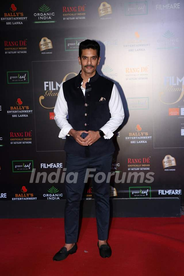 Angad Bedi papped at the Red Carpet of Filmfare Glamour and Style Awards 2019
