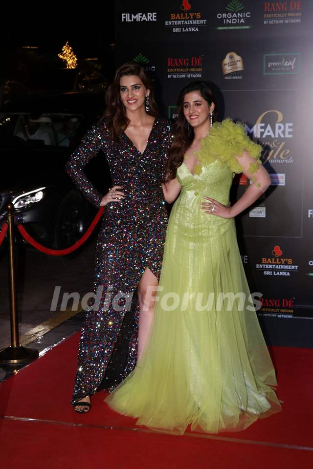 Kriti Sanon and Nupur Sanon papped at the Red Carpet of Filmfare Glamour and Style Awards 2019