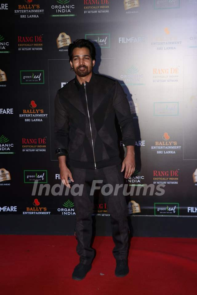 Harshvardhan Rane papped at the Red Carpet of Filmfare Glamour and Style Awards 2019
