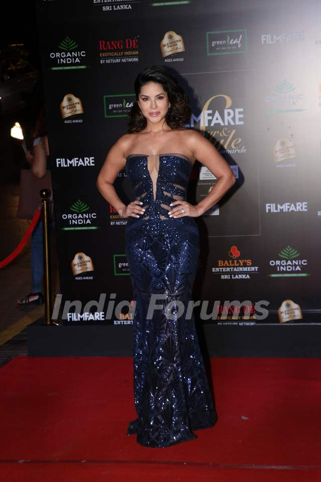 Sunny Leone papped at the Red Carpet of Filmfare Glamour and Style Awards 2019