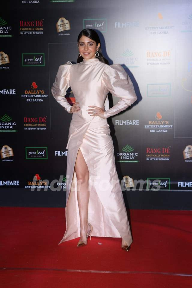 Anushka Sharma papped at the Red Carpet of Filmfare Glamour and Style Awards 2019