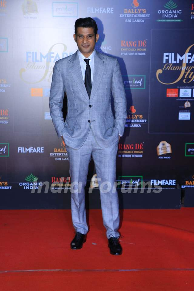 Sohum Shah papped at the Red Carpet of Filmfare Glamour and Style Awards 2019