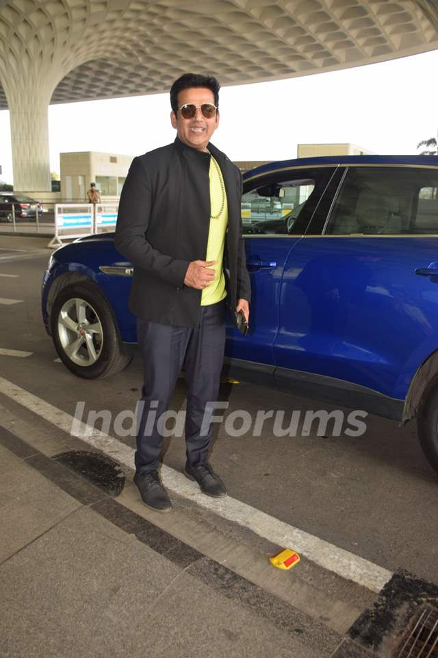 Ravi Kishan spotted at the airport