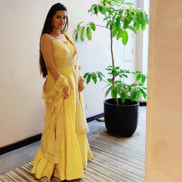 Style Report Card Is Here With Divyanka Tripathi, Surbhi