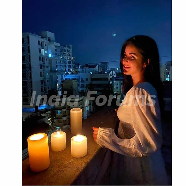 Bollywood celebrities come in Solitary by Lighting Diyas for 9pm 9 Minutes!