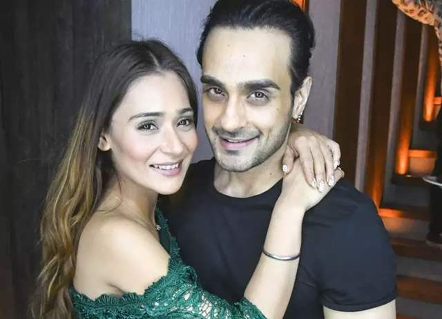 Sara Khan and Angad Hasija