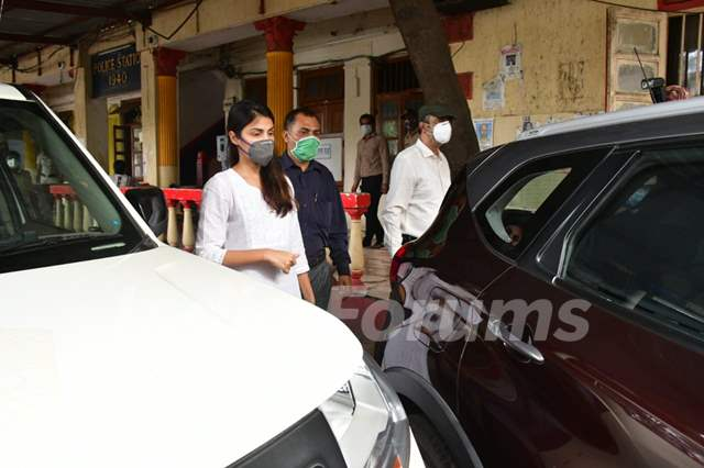 Rhea Chakraborty at Santacruz Police Station after being Bailed!