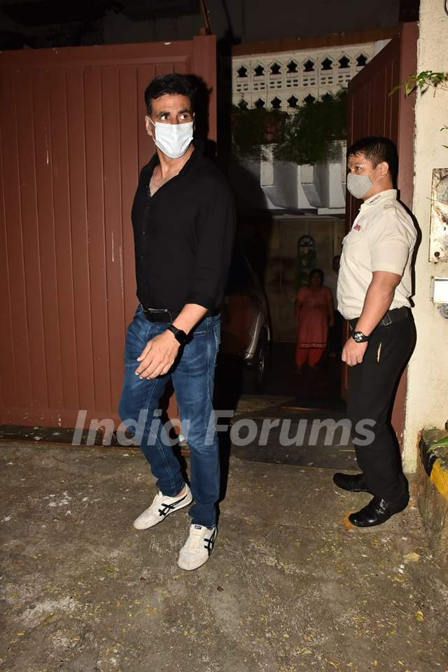 Akshay Kumar snapped at at Lara Dutta's house in Bandra