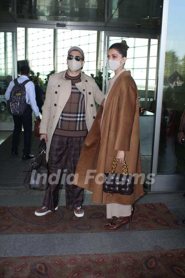 Ranveer Singh and Deepika Padukone Jet off for a Romantic New Year getaway!