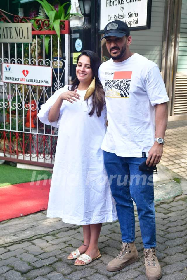 Mommy-to-be Anita Hasnandani and Rohit Reddy spotted at Women's hospital, Khar
