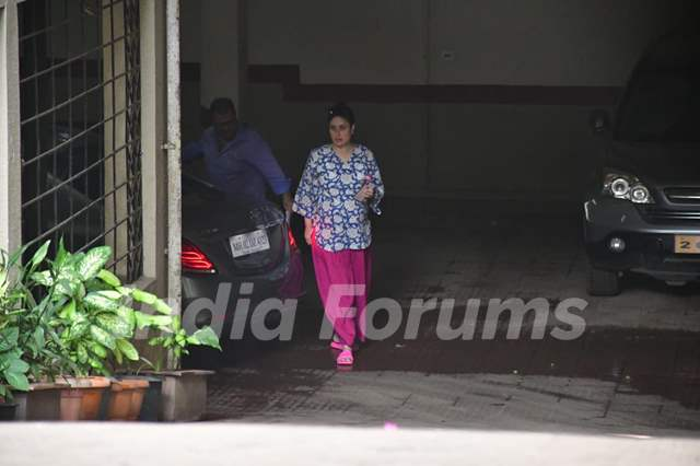 Mommy-to-be Kareena Kapoor Khan spotted in Bandra