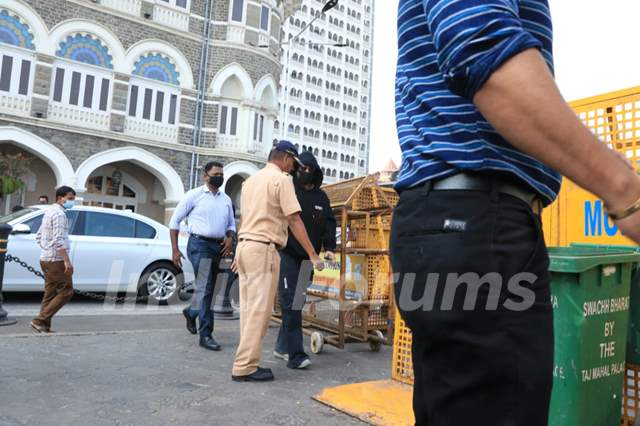 Shah Rukh Khan spotted at Gateway of India