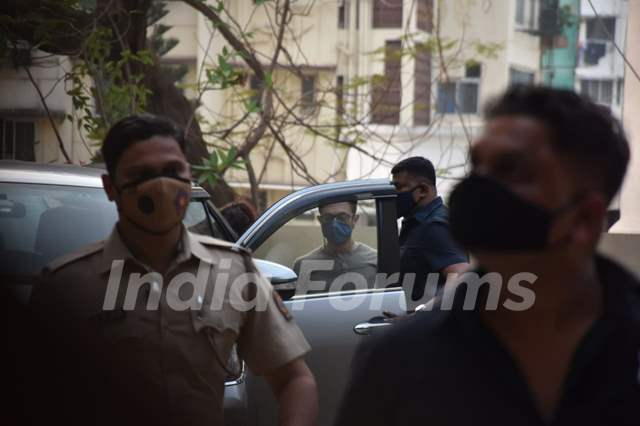 Aamir Khan spotted with daughter Ira Khan in Pali Hill, Bandra