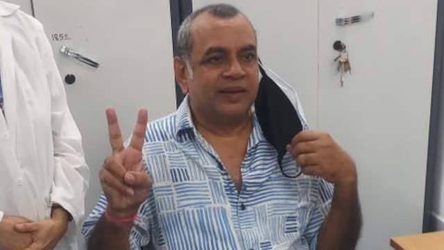 Paresh Rawal receives the COVID vaccine