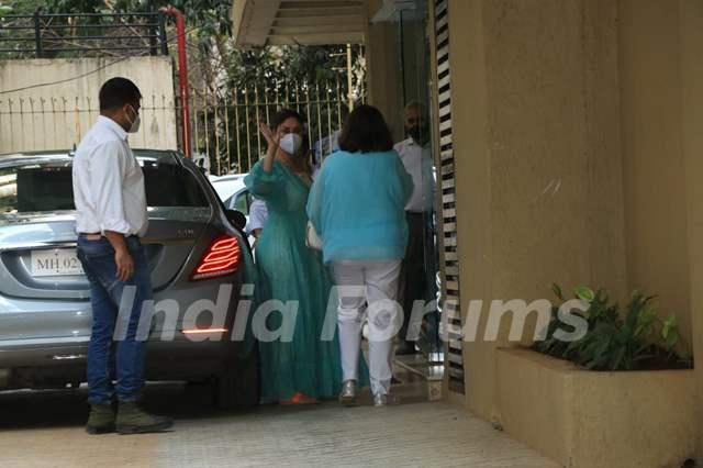 Kareena Kapoor Khan and Babita Kapoor at Karisma Kapoor's house