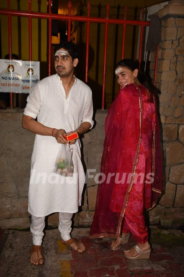Alia Bhatt and Ayan Mukerji perform Maha Shivratri Pooja!