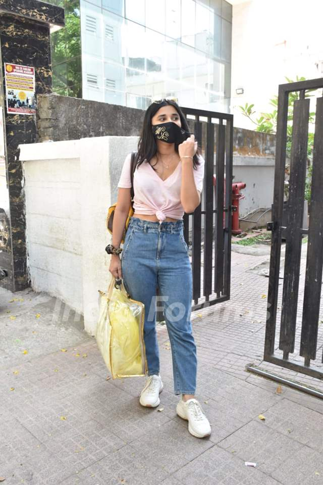 Kanika Mann snapped at a shoot in Andheri!